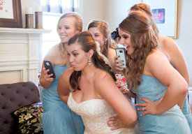 bridesmaids-selfie